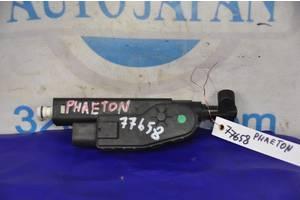 Форсунка омывателя фары Volkswagen Phaeton 02-10