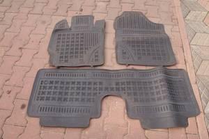 Коврики автомобильные (Коврик салона) для Toyota Yaris 2013рв новые резиновые коврики куплены в польше на своем авто