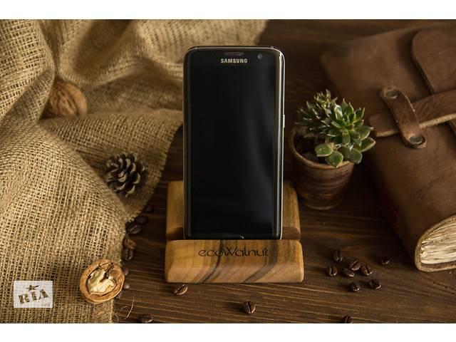 продам Аксесуар для тримання телефону планшету на робочий стіл з натурального дерева з персональним логотипом та гравіруванням бу в Києві