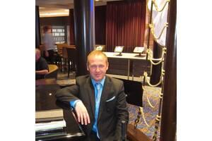 Предлагаю свои услуги, как пианист, музыковед, музыкальный критик.