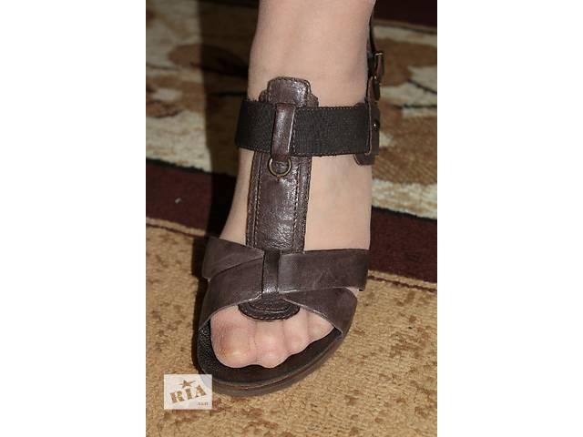купить бу Jones женские кожаные босоножки босоножки в Стрые