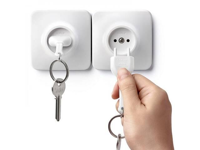купить бу Настенная ключница Розетка с брелком для ключей белая Таиланд 115147 в Киеве