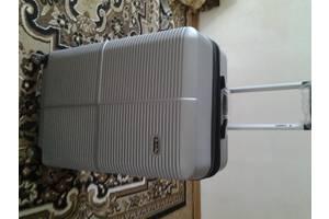 Продам пластиковый чемодан для путишествий