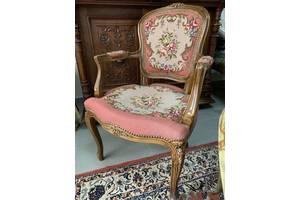 Антикварные стулья с подлокотниками