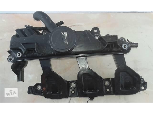 купить бу Клапанная крышка на Renault Trafic Opel Vivaro  2.0 DCI 06-14 8200836881 \Оригинал\ в Коломые