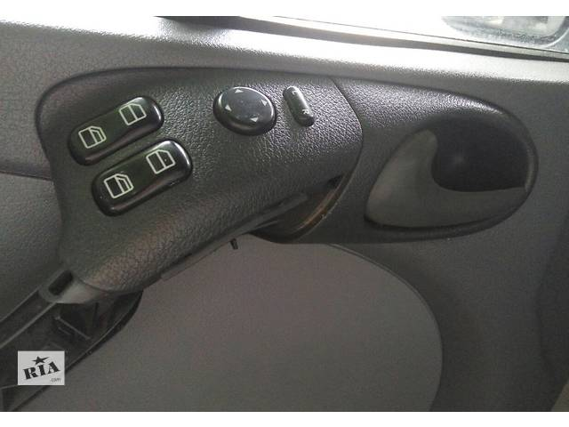 купить бу Кнопки регулировки зеркал 2.2 2.7 Cdi OM 611 612 Mercedes Sprinter 903, 901 (96-06гг) 208 - 616 в Ровно