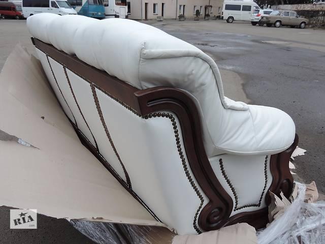 купить бу Кожаный диван и кресла на дубе,кожаный комплект мебели 3+1+1 в Дрогобыче