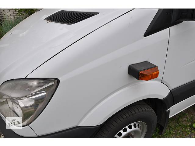 купить бу Крыло переднее Mercedes Sprinter W 906 в Ровно