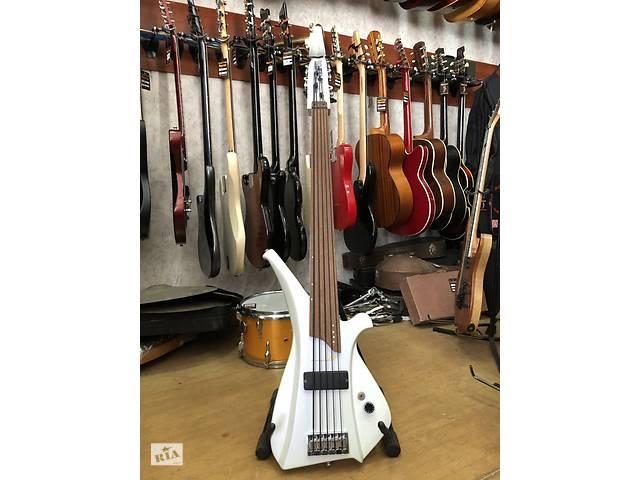 купить бу 1818 Уникальная Безладовая 5-ти Струнная Бас гитара Ручной Работы в Киеве