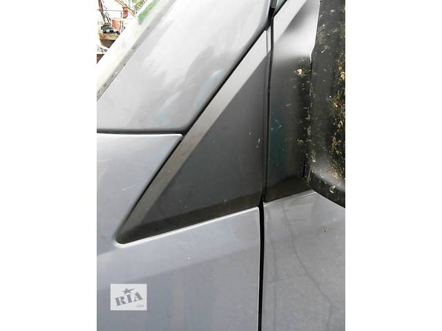 купить бу  Пластмасовый треугольник, трикутник на кузов Mercedes Sprinter 906, 903 Мерседес Спринтер Спринтер 215, 313, 315, 415 в Ровно