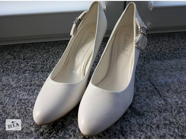 продам Продам белые туфельки в идеальном состоянии бу в Николаеве