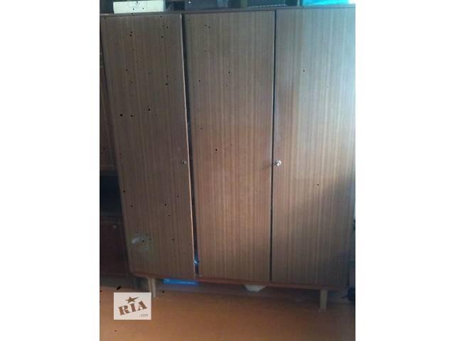 Продам трёхстворчатый шкаф- объявление о продаже  в Чернигове