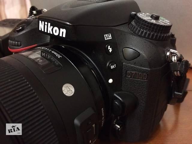 бу Продам зеркальный фотоаппарат Nikon D7100 в отличном состоянии на гарантии + флешка в подарок 8 Gb в Днепре (Днепропетровск)