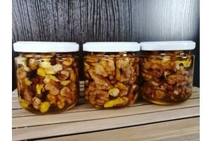 Мед з грецькими горішками