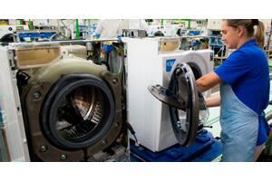 Работники на сборку бытовой техники на предприятии Whirlpool (Польша)