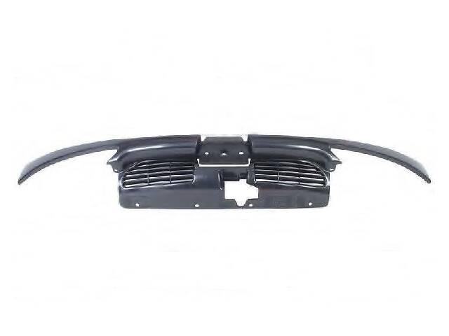 купить бу Решітка радіатора Peugeot 206 98-09 верхн. з смужками під фари (FPS) 7804H5 в Києві