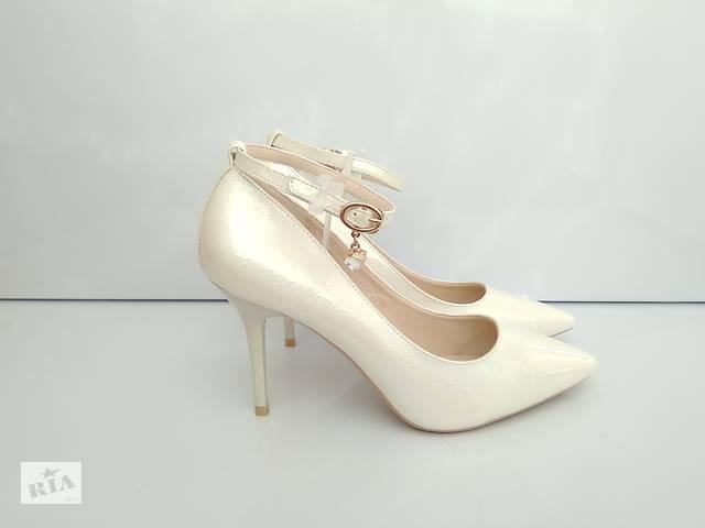 7c1212e8ade5a0 продам Белые свадебные туфли лодочки с ремешком и кулоном 37-40р бу в  Рівному
