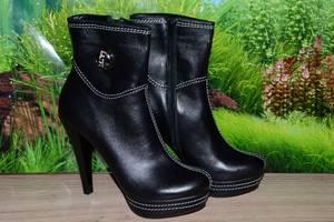 Жіночі черевики і напівчеревики