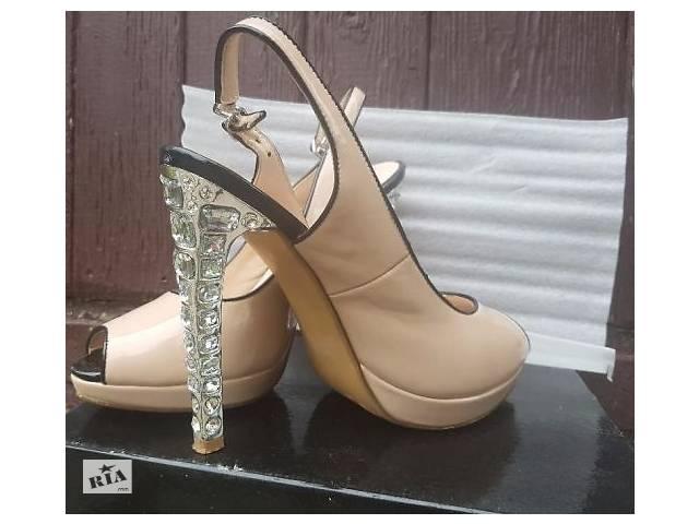 Шикарні туфлі b9676852a56c1