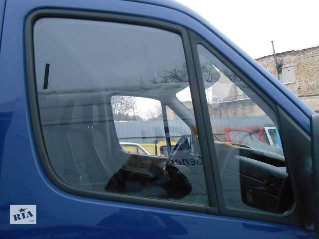 купить бу Стекло двери передней, боковой 2.2 2.7 Cdi OM 611 612 Mercedes Sprinter 903, 901 (96-06гг) 208 - 616 в Ровно