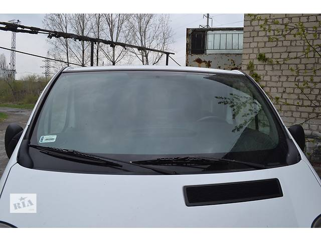 бу Стекло лобовое (ветровое) на Renault Trafic, Opel Vivaro, Nissan Primastar в Ровно