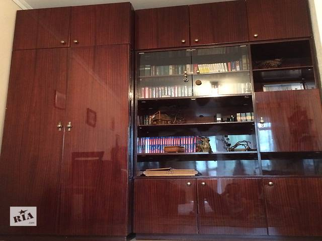 купить бу Стенка состоит из двух шкафов - для одежды вторая для чего. есть бар.Добротная мебель в отличном состоянии в Ивано-Франковске