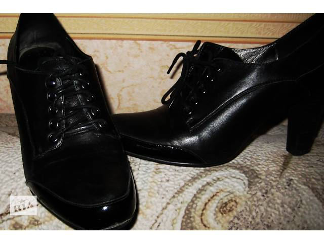 продам Туфли  женские  осенние закрытые кожа черные на  каблуке бу в Киеве