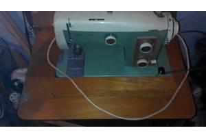 б/в Ножні швейні машинки Veritas