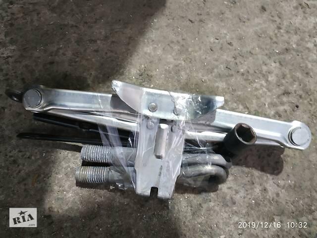 купить бу Домкрат механический 99550EQ56C Nissan Qashqai J10 07-12 в Черкассах