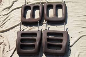 Подголовники крепятся к сиденью двумя металлическими штырями высота 27см между прутками 20см легко ставить на разные сиденья