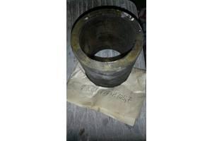 Втулка латунна. 100.1х77х105.7 мм.