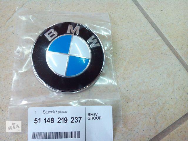 купить бу Задняя эмблема BMW 3 F30, E90- 51148219237 в Луцке