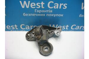 Б/У 1997 - 2005 Passat Кронштейн двигуна лівий. Вперед за покупками!