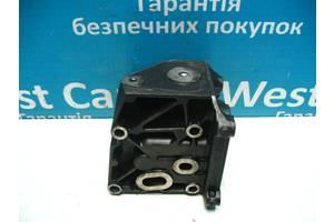 Б/У 2002 - 2009 C-Max Кронштейн масляного фільтра на 1.8 TDCi. Вперед за покупками!