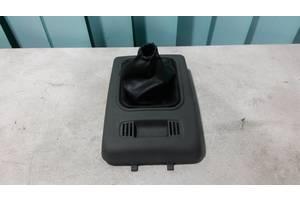 Б/у Чехол ручки коробки передач с рамкой Ford Transit Connect 2002-2010. 2T14-V045B78.