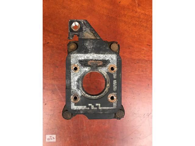 купить бу Б/у фланец карбюратор \ подушка карбюратора 030129765-D для Seat Cordoba 1.6 (1993-1999 р.в.). в Луцке