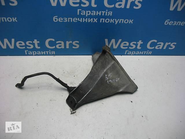 купить бу Б/У Кронштейн двигуна правий Passat 1996 - 2000 8D0199308L. Вперед за покупками!  в Україні