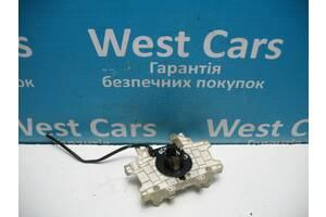 Б/У 2006 - 2012 Rexton Кронштейн кріплення підрульового перемикача. Вперед за покупками!