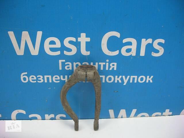 купить бу Б/У 1994 - 1998 Accord Кронштейн переднього правого амортизатора. Вперед за покупками! в Луцьку