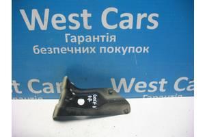 Б/У Кронштейн переднього правого крила Golf V, 2003 - 2009 1K6821136. Вперед за покупками!