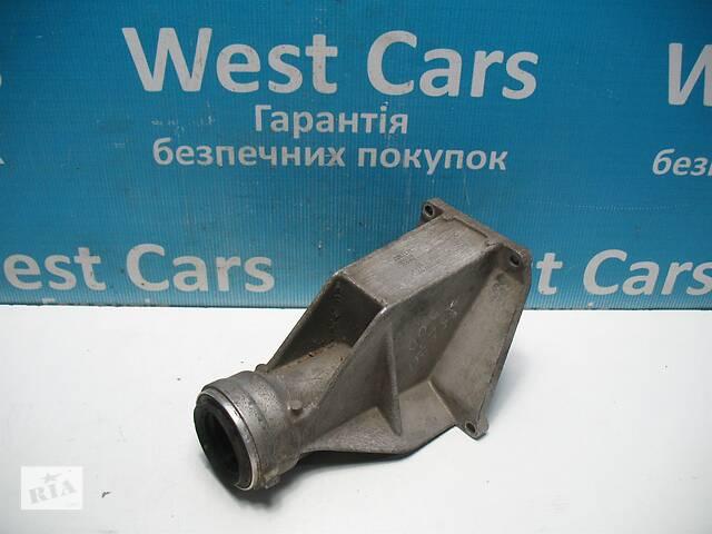 купить бу Б/У 2006 - 2013 X5 Кронштейн підвісного підшипника півосі 3.0 D. Вперед за покупками! в Луцьку