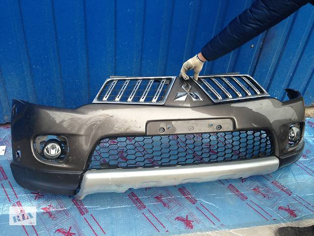 купить бу Бампер передній Mitsubishi L 200 в Києві