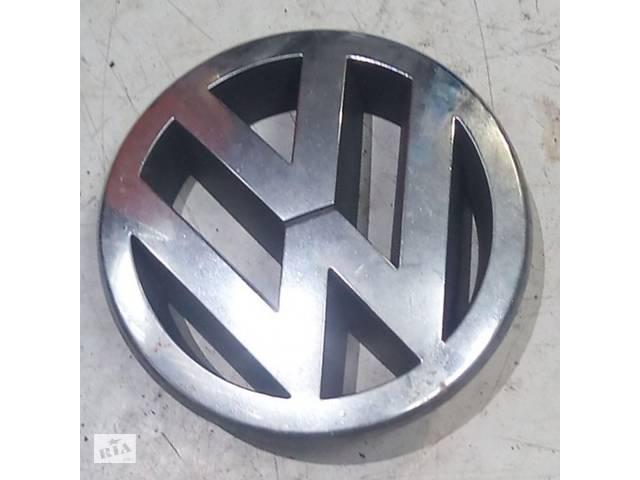 продам Эмблема решетки радиатора VW Passat B6, 5M0853601AT бу в Києві