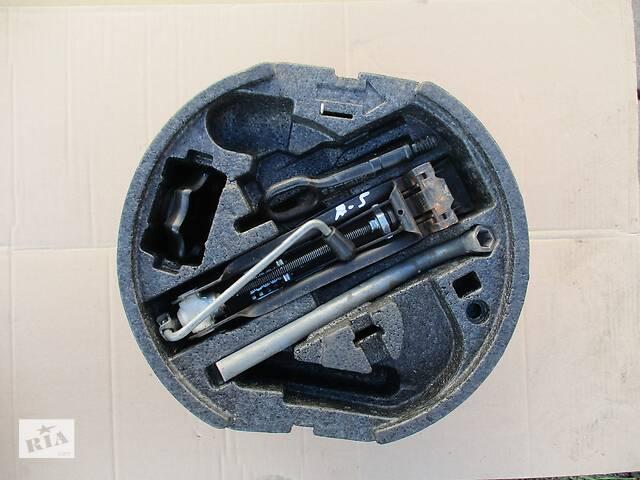 купить бу Комплект донкрат крюк ключ колесный для шкода октавия А5 Применяемый детали кузова (Общее) для Skoda Octavia A5 2006 в Яворове