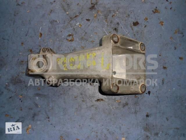 купить бу Кронштейн двигателя левый Mercedes Sprinter 2.2cdi (901/905) 1995-2006 A6112230404 в Киеве