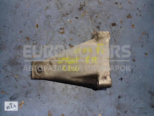 бу Кронштейн двигателя правый Mercedes Sprinter 2.2cdi (901/905) 1995-2006 A6112230304 в Киеве