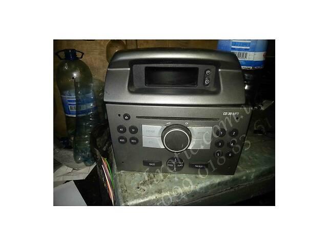 купить бу Магнитофон CD30 МП3 С Экраном (Б/У)  Opel Vivaro 2010-2014 2,0 dсi euro 5 в Костополе