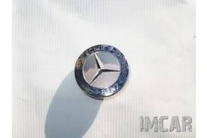 Эмблемы Mercedes C-Class