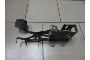 Педали тормоза Renault Kangoo