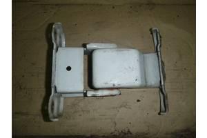 б/у Петли двери Renault Trafic